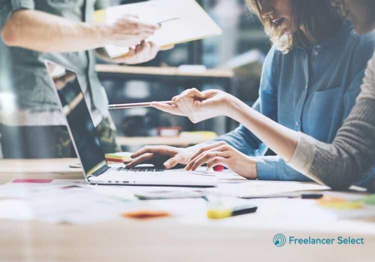 Antes de contratar o freelancer, é importante conversar com ele.