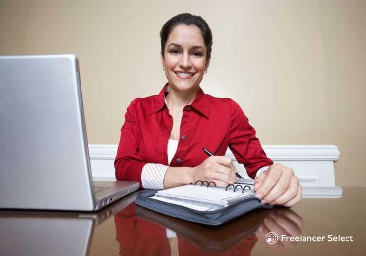 O trabalhador independente estrutura sua rotina como quiser e pode trabalhar de qualquer local. Portanto, o freelancer é alguém que tem uma forma flexível de exercer diversas profissões.