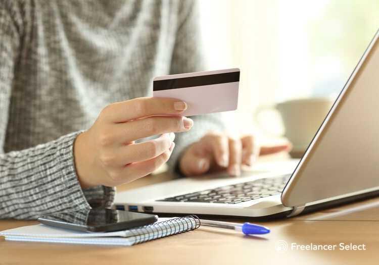 E a forma como o dinheiro será pago também pode variar. Alguns profissionais preferem depósito em conta, outros pagamentos em bitcoin (para os que trabalham nas áreas de tecnologia) ou mesmo através de paypal.